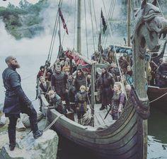 Ragnar Lothbrok and the Vikings Vikings Season 4, Vikings Tv Series, Vikings Ragnar, Vikings Tv Show, Ragnar Lothbrook, King Ragnar Lothbrok, Lagertha, Odin Thor, Vikings Travis Fimmel