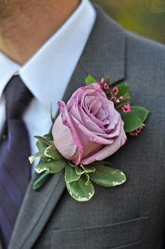 hilary knegt photography: Mark & Stephanie | boutonniere | Cranford Wedding | Fall | Rose | HKP