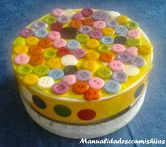Manualidades con mis hijas. Cajita heha con botones. Kids craft. Buttons, Box