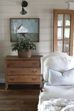 Rustic Farmhouse Bedroom Decorating Ideas to Transform Your Bedroom – Ferme Chambre Decor Scandinavian, Farmhouse Master Bedroom, Up House, Farm House, Home Decor Accessories, Farmhouse Decor, Modern Farmhouse, Farmhouse Style, Farmhouse Ideas