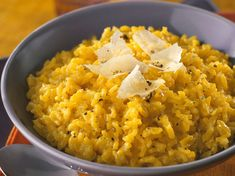 Discover our easy and quick recipe for Milanese Risotto on Cuisine Actuelle! Risotto Recipes, Pasta Recipes, Cake Recipes, Rice Dishes, Tasty Dishes, Vegetable Dishes, Vegetable Recipes, Rissoto, Salads