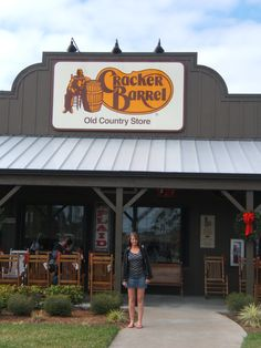♥ Cracker Barrel ♥ We stop and shop and eat there whenever we travel. Love this store/restaurant Cracker Barrel Store, Cracker Barrel Pancakes, Pecan Pancakes, Best Places To Eat, Great Places, Places Ive Been, Southern Belle Secrets, Stop And Shop, Old Country Stores