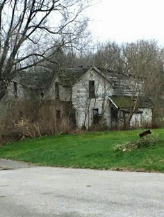 Haunted Houses, Abandoned Houses, Abandoned Places, Old Farm Houses, Old Buildings, Beautiful Architecture, Faded Glory, All Pictures, Ghosts