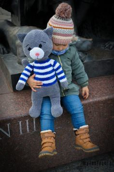 Step-by-step tutorial with pictures and link to free crochet pattern how to make amigurumi mascot. Jeremy Crochet Cat is a great gift for a child. Cat Amigurumi, Crochet Patterns Amigurumi, Crochet Bear, Free Crochet, Cat Bag, Sleepy Cat, Yarn Colors, Cat Love, Teddy Bear