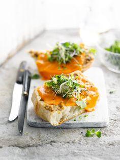 Lookbrood met cheddar en verse kruiden http://njam.tv/recepten/lookbrood-met-cheddar-en-verse-kruiden
