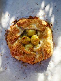 Gooseberry and Elderflower pie