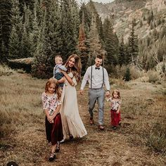 Boho Style Together Winter Family Photography, Winter Family Photos, Outdoor Family Photos, Family Christmas Pictures, Happy Family Pictures, Casual Family Photos, Spring Family Pictures, Christmas Pics, Family Pics