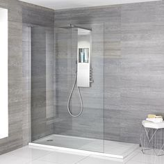 walk in shower with white rectangular shower tray and shower with integrated storage shelf Source by The post The Essential Guide to Walk In Showers and Wet Rooms appeared first on Bennett Bathroom Cabinets. Walk In Bathroom Showers, Wet Room Bathroom, Small Shower Room, Master Bathroom Shower, Glass Showers, Walk In Showers Ideas, Bath Room, Wet Room Shower Tray, Walk In Shower Tray