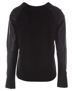 Max Volmary blouse zwart  Description: Blouse met lange mouw van het merk Max volmary in de kleur zwart. Daarbij is deze zwarte blouse voorzien van een grafische print aan de voorzijde.  Price: 84.95  Meer informatie