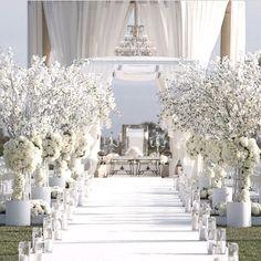I'm dreaming of a WHITE WEDDING by @whitelilacinc #WhiteLilacInc #WhiteWedding #newlyengaged  #Brides #BridesToBe #Engaged
