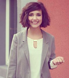 20 Chic Short and Messy Hairstyles You Have To Try Thick+Bob Bob Haircut For Round Face, Round Face Haircuts, Bob Haircuts, Thick Bob Haircut, Short Hair Cuts For Women With Round Faces, Pixie Haircut, Hair Styles 2014, Medium Hair Styles, Curly Hair Styles