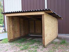 goat or pig shelter Sheep Shelter, Goat Shelter, Horse Shelter, Animal Shelter, Lean Too Shelter, Shelter Dogs, Pallet Dog House, Dog House Plans, Pallet Coop