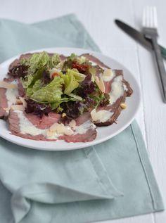 Roastbeef Carpaccio with truffle mayonnaise/ Carpaccio van Rosbief met Truffelmayonaise (recipe is in Dutch) Dinner Recipes, Healthy Recipes, Carpaccio Recipe, Clean Eating, Healthy Eating, Good Food, Yummy Food, Happy Foods