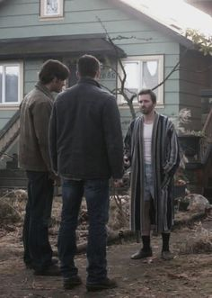 4x18 The Monster at the End of This Book. Nice robe, Chuck. <----- nice socks and slippers.