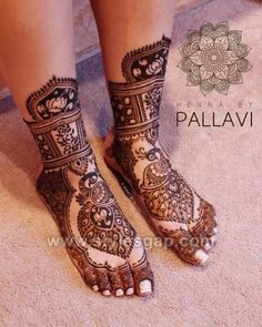 Check beautiful & easy mehndi designs 2020 ideas for mehandi ceremony. Save these latest bridal mehandi designs photos to try on your hands in this wedding season. Leg Mehendi Design, Mehndi Designs Feet, Peacock Mehndi Designs, Stylish Mehndi Designs, Dulhan Mehndi Designs, Mehndi Design Photos, Henna Peacock, Mehndi Images, Engagement Mehndi Designs