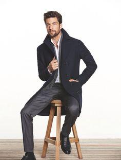 Sec 2,3 y 4 Pantalón de vestir  negro, camisa blanca abierta y súeter-abrigo