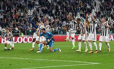 Juventus players celebrate the victory after the Serie A match between Juventus and Torino FC on September 23, 2017 in Turin, Italy.