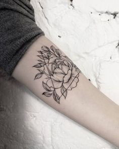 Geometric peony tattoo by dasha_sumtattoo. These blackwork tattoos are the most exquisite creations by some of the most renowned tattoo artists out there for your pleasure. Enjoy!