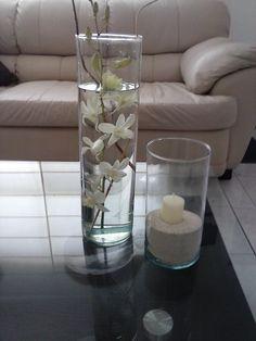 Cilindros de diferentes tamaños  con flores y curlys  arena y vela