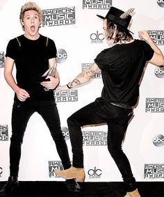 Oh, Niall & Harry! You're such dorks:)