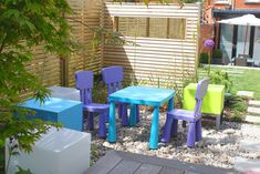 Colourful outdoor tables and chairs for kids used in this contemporary garden design, completed with Jacksons slatted venetian panels. View the full customer project on our website. Small Space Gardening, Garden Spaces, Small Gardens, Outdoor Tables And Chairs, Outdoor Furniture Sets, Outdoor Decor, Child Friendly Garden, Jacksons Fencing, Contemporary Garden Design
