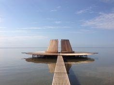 Elle «devient 'vivante', grâce à des ailerons de bois réagissant aux courants, s'ouvrant comme une fleur sur le ciel.».  Que pensez-vous de « Drie Streken », cet observatoire flottant aux Pays-Bas ?