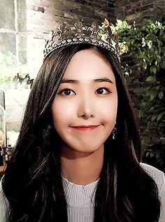 #GFRIEND #GFRIENDGIFs #SinB South Korean Girls, Korean Girl Groups, Sinb Gfriend, Role Player, Asian Celebrities, G Friend, Queen B, Pop Group, Kpop Girls