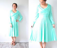 Hey, I found this really awesome Etsy listing at https://www.etsy.com/ca/listing/264457302/vintage-green-maxi-dress-long-sleeve