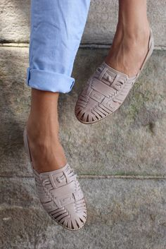 Inspired by traditional Mexican sandals, these have become a Border classic.Also available in a dark tan, but our staff are all fighting over this fresh Stone colour. Pretty Shoes, Cute Shoes, Me Too Shoes, Flat Shoes Outfit, New Shoes, Shoes Heels, Heeled Boots, Shoe Boots, Flipflops