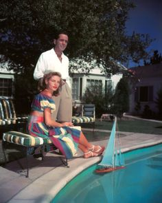 Humphrey Bogart and Lauren Bacall, poolside Hollywood Couples, Old Hollywood Stars, Golden Age Of Hollywood, Vintage Hollywood, Hollywood Glamour, Classic Hollywood, Hollywood Icons, Hollywood Actresses, Humphrey Bogart