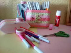 Manualidad#02 Porta lápices,pinturas... muy fácil Materiales: Washi tape Bandeja de carne (los demás materiales en la foto)