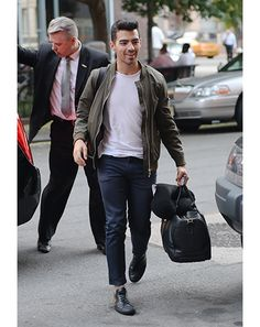9659f8674157 1416606626262 joe joe style moves 01 Joe Jonas