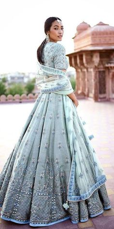 Indian Wedding Dresses: 21 Exciting Fusion Ideas ★ See more: weddingdressesgui… Indian Fashion Dresses, Indian Bridal Outfits, Indian Gowns Dresses, Indian Bridal Fashion, Dress Indian Style, Indian Designer Outfits, Dresses Dresses, India Fashion, Japan Fashion