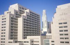 Oficinas del Estado #RonaldReagan, blancura arquitectónica establecida en el centro de Los Ángeles. http://www.bestday.com.mx/Los-Angeles-area-California/Atracciones/