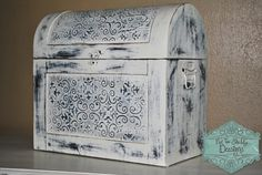 Keepsake Chest. Shabby Chic. Wedding gift table to collect cards.