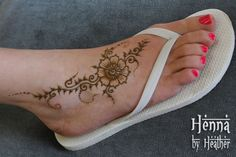 Foot Flower Henna Design - with flip flops (and cutely painted toe nails)   …