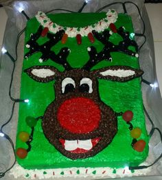 Ugly sweater reindeer cake So much fun :) Reindeer Ugly Sweater, Ugly Sweater Party, Ugly Christmas Sweater, Christmas Snacks, Christmas Cakes, Christmas Baking, Holiday Fun, Holiday Ideas, Reindeer Cakes