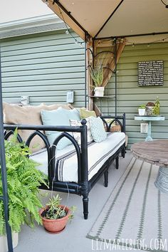 Outdoor Sofa Makeove
