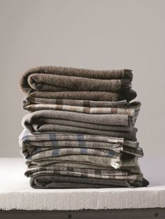 Woven blankets in browns / greys / blues - Inspiration … can't find the site