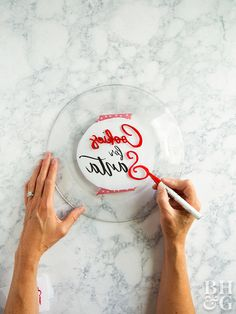 This Cookie Plate for Santa Is Insanely Cute—and SO Easy! - - It's seriously so easy—no elf labor needed! Sharpie Plates, Sharpie Crafts, Sharpies, Fun Crafts For Kids, Diy For Kids, Family Crafts, Creative Crafts, Do It Yourself Upcycling, Cookies For Santa Plate