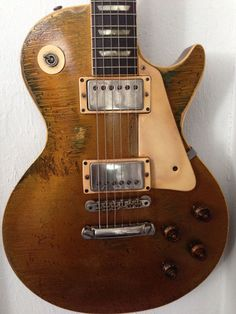 A Goldy in the correct state, played and bruised with plenty of life left in the old girl but with some good stories to tell! Guitar Chord Chart, Guitar Chords, Guitar Amp, Cool Guitar, Acoustic Guitar, Gibson Electric Guitar, Gibson Guitars, Fender Guitars, Electric Guitars