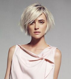 A round face is the advantage of a long bob, oval face looks good with all kinds of grain, square face goes well with a short bob and heart-shaped face stands out with a long bob with asymmetrical bangs. Here are five models of bob hairstyles from which you can inhale if you want to look spectacular transformation: