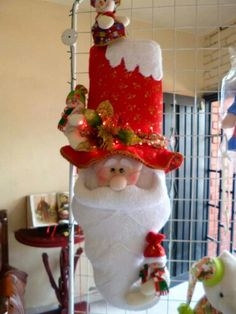 Elf On The Shelf, Chocolate, Holiday Decor, Rose, Christmas, Crafts, Home Decor, Diy And Crafts, Feltro