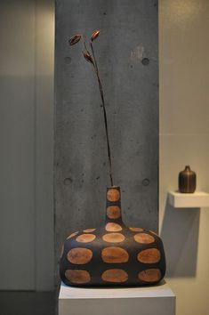 5 Delightful Cool Tips: Ceramic Vases Glaze ceramic vases life.Ceramic Vases With Lid geometric vases ceramics. Ceramic Clay, Ceramic Vase, Ceramic Pottery, Ikebana, Clay Vase, Wooden Vase, Modern Ceramics, Contemporary Ceramics, Big Vases