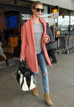 5/5 #ロージー・ハンティントン=ホワイトリー #ピンクコート #スキニーデニム |海外セレブ最新画像・私服ファッション・着用ブランドまとめてチェック DailyCelebrityDiary*
