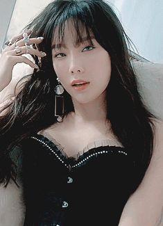 Taeyeon invented being sexy. Snsd, Taeyeon Gif, Seohyun, Girls' Generation Taeyeon, Girls Generation, Oh My Girl Yooa, Girl Artist, Aesthetic People, Just Girl Things