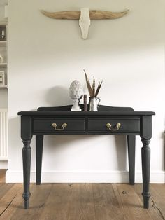 Upcycled Furniture, Painted Furniture, Diy Furniture, Hallway Table Decor, Entryway Tables, Black Vintage Dressing Table, Repainted Desk, Vintage Writing Desk, Writing Table