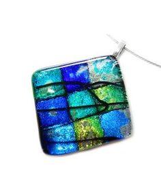 Handgemaakte ruit vorm glashanger met blauwe en groene dichroide glassoorten