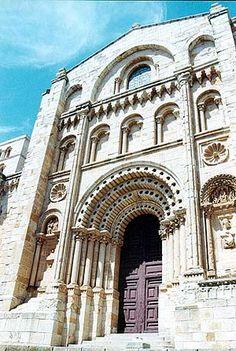 Portico de la Catedral de Zamora  España