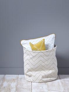 Imprimé géométrique pour rangement ultra-pratique. Un sac de rangement qui ne manque pas de style pour ranger jouets, doudous, chaussures. ?Détails?Di